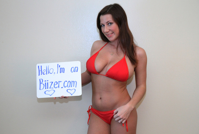 take 5 AWEsome HD pictures in bikini with a sign just
