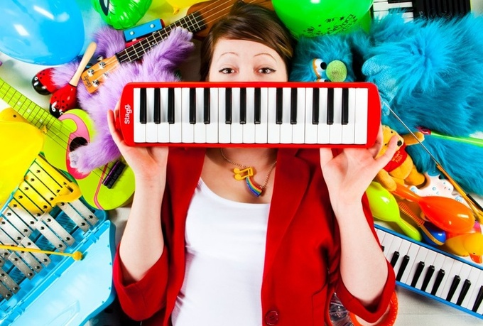 compose a CATCHY ToyTASTIC instrumental, extraforJINGLE