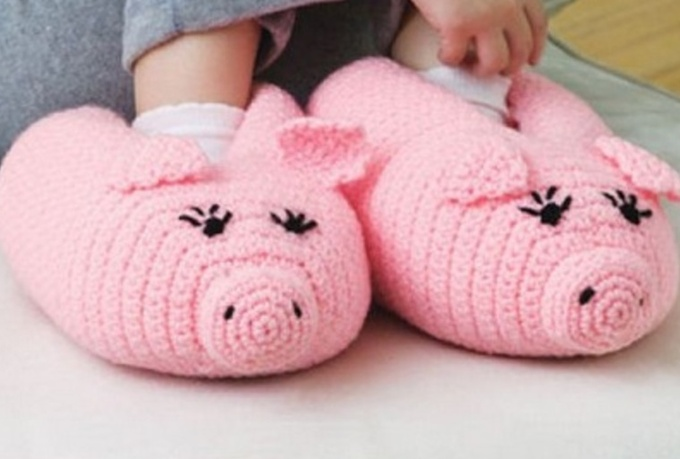 send you a crochet pattern to make these pig slippers