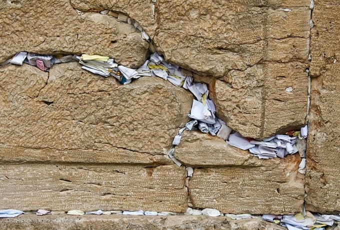 Put A Note In The Western Wall With Your Private Message
